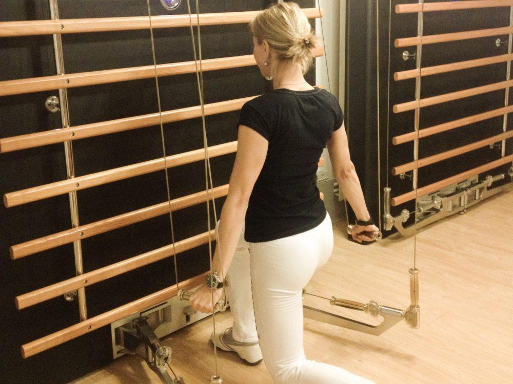 Kinesis, vježba za jačanje nogu i leđa